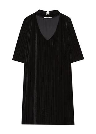 Велюровое платье с воротником чокером