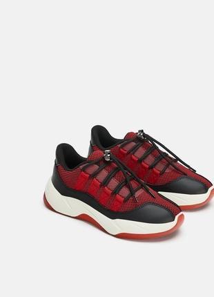 Красные кроссовки zara