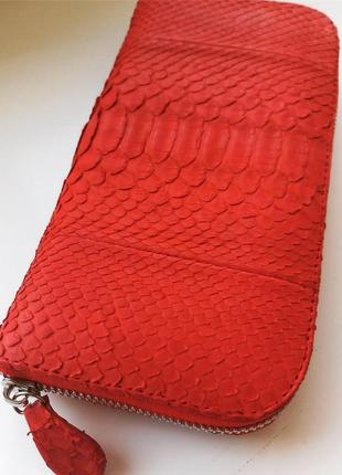 Красный кошелёк из кожи питона
