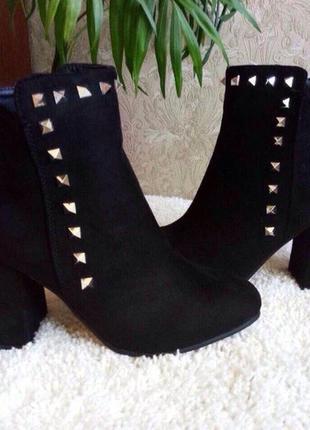 Шикарные демисезонные ботинки на каблуку, польша,эко-замш