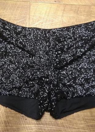 Черные шорты с пайетками