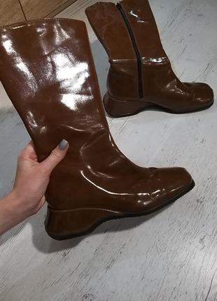 Трендові чоботи з квадратним мисом