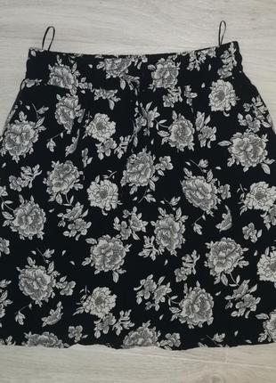 Юбка в цветочек с карманами