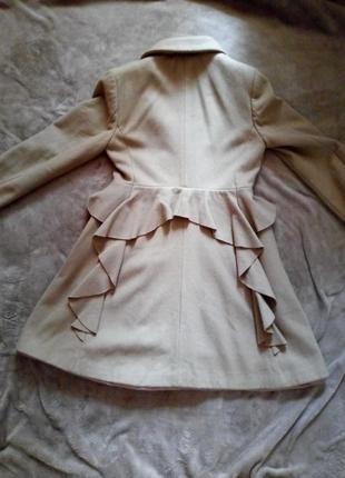 Бежевое пальто с баской шерсть кашемир