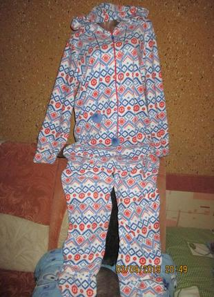 Красивый тёплый с носочками комбинезон-куругуми