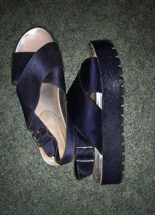Атласные сандали