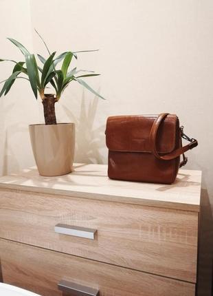 Вместительная женская сумка-почтальонка prego