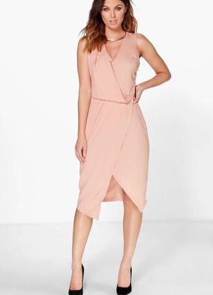 Новое пудровое платье на запах boohoo