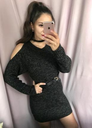 Стильное тёплое платье с открытыми поечами
