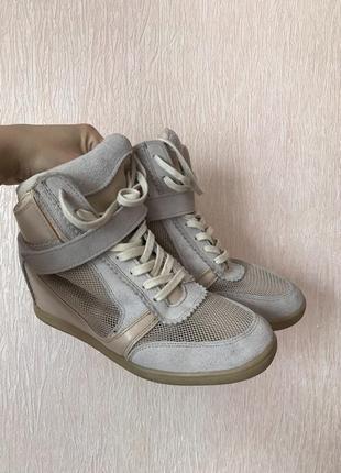 Бежевые сникерсы/ботинки/кроссовки bershka