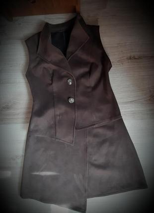 Крутой замшевый женский костюм: жилетка+юбка