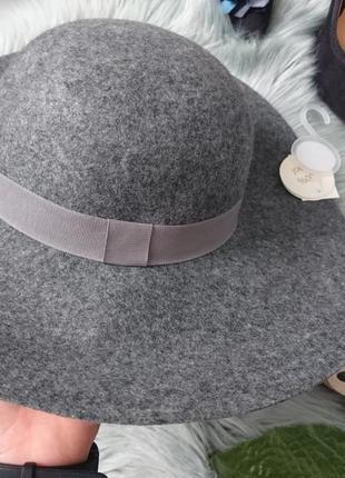 Серая меланжевая фетровая шерстяная шляпа из широкими полями
