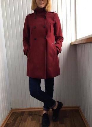 Пальто pull&bear цвета марсала