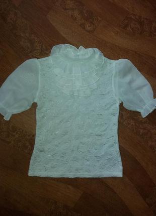 Красивая беленькая блуза  с коротким рукавом