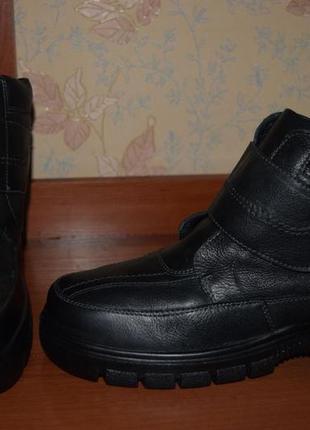Зимние кожаные ботинки на липучке