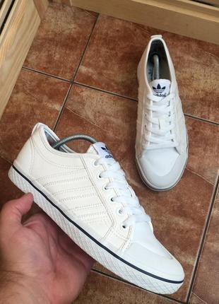 Крутые белые кроссовки adidas nizza