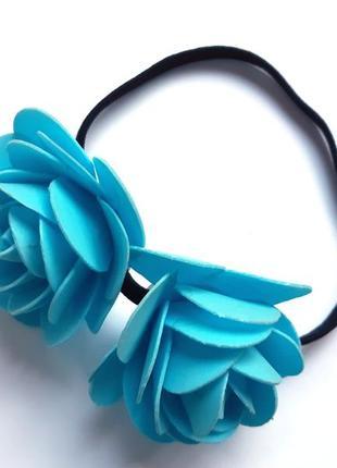 Греческая повязка с крупными голубыми розами