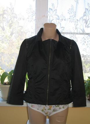 Оригинальная куртка укороченная черная весна-осень
