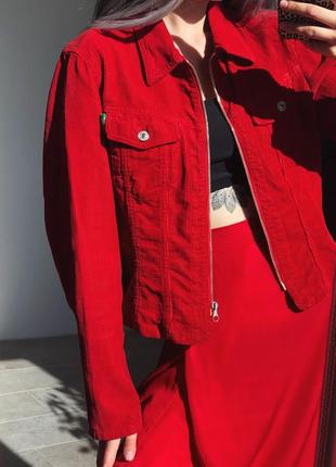 Стильная красная вельветовая курточка от united colors of bennetoon