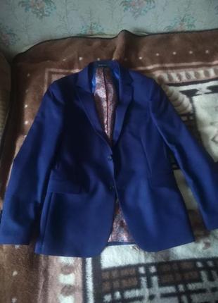 Мужской костюм синего цвета 44 размер