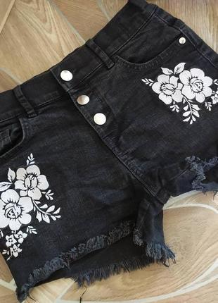 Крутые шорты с вышивкой