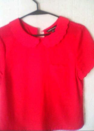 Нежна рубашка.ярко красного цвета.
