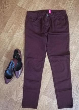 Стильные зауженные брюки скинни цвет марсала