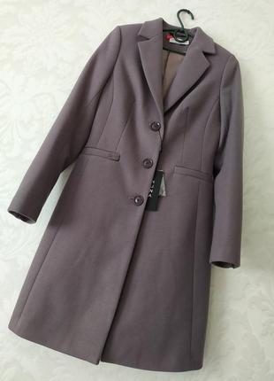 Трендовое базовое фиалково- бежевое пальто