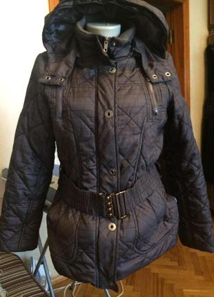 Теплая болоньевая куртка с капюшоном,от бренда manguun