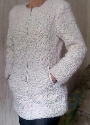 Стильное белое пальто-бойфренд atmosphere.
