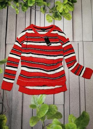 Легкий красный пуловер в полоску