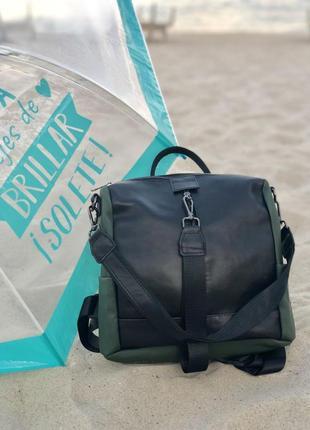 Кожаная сумка-рюкзак angelo черного с оливковым цвета