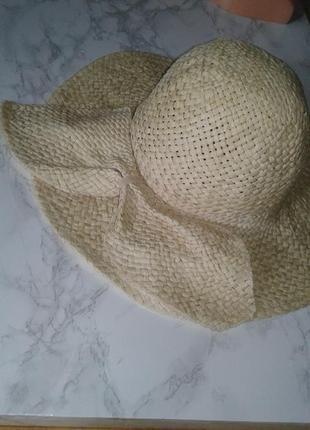 Летняя шляпа с большими полями. peacocs
