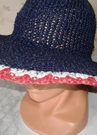 Летняя шляпа с большими полями