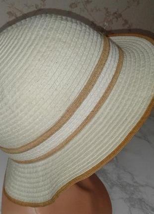 Летняя шляпа с маленькими полями