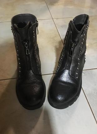Класні стильні чобітки розмір 34