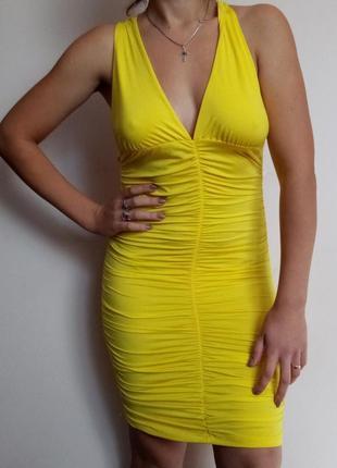 Яскраве облягаюче плаття/ яркое обтягивающее платье