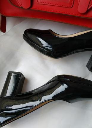 Sale clarks лаковые кожаные туфли на каблуке