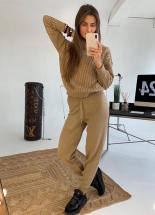 Женский вязаный костюм с ажурным свитером