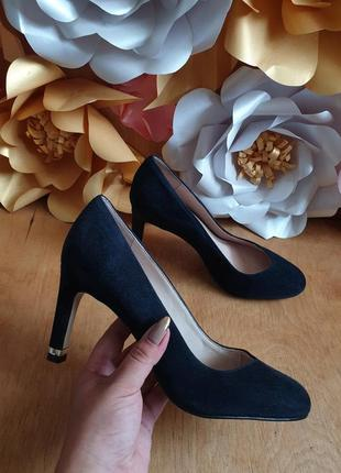 Туфлі із натуральної замші .