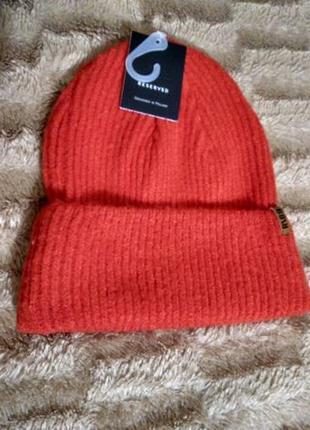 Тепла червона шапка reserved l 56см яркая теплая шапка алого цвета