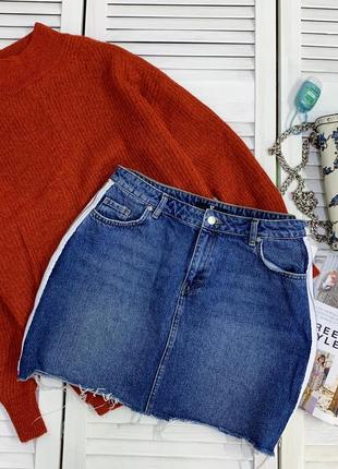 Стильна полотна джинсова спідниця з лампасами