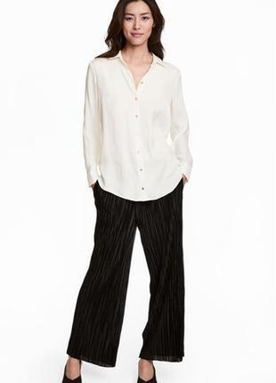 Широкие, укороченные брюки из плиссированного трикотажа с блеском черного цвета h&m