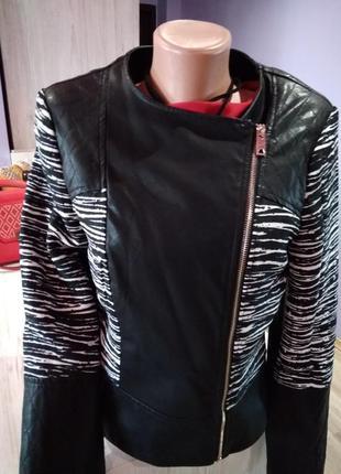 Супер  куртка косуха, вставками на рукаве, без дефектов крутая модель.