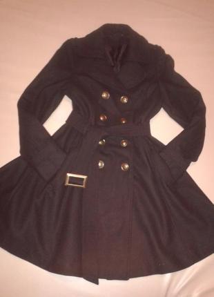 Очень стильное шерстяное пальто с юбкой-клеш р. 36