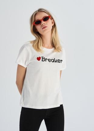Жіноча футболка sinsay з написом breaker женская футболка 1067