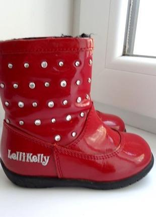 Красивенные красные лаковые деми ботинки lelly kelly. италия. с камнями. стелька 14 см