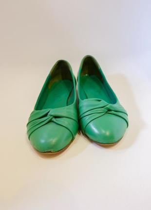 Зеленые туфли балетки