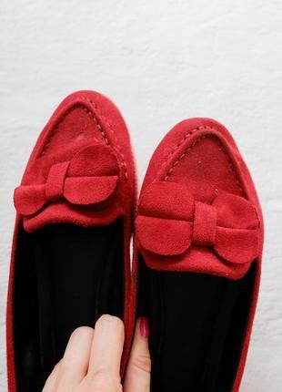 Красные замшевые балетки