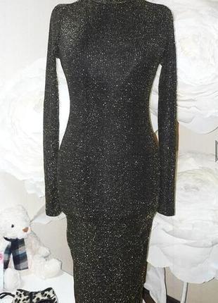 Силуэтное платье риже колен